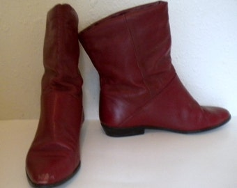 Sz 7 Vintage maroon leather short flat ankle boots.