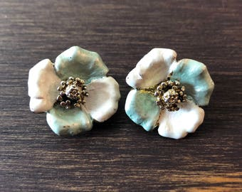 Vtg 60s Pearlized Metallic Floral Earrings Clipon Clip Gold Cream Blue Vintage