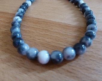 16 jade beads round 6mm black and white
