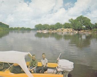 Cedar Falls, Iowa Vintage Postcard - Cedar Falls Boat Club, Cedar River