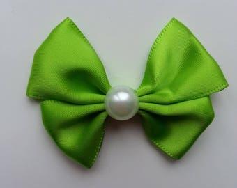 noeud en satin vert  et demi perle blanche 42*55mm