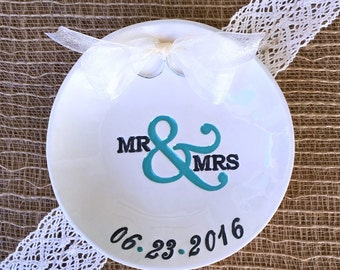 Mr and Mrs Wedding Ring Pillow Alternative, Ring Bearer Pillow, Wedding Ring Holder, Ring Dish Personalized, Ring Dish Wedding, Ring Warming