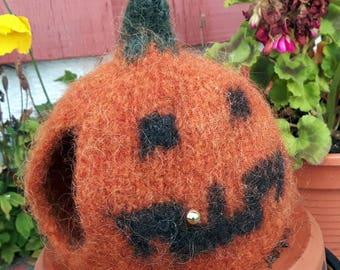 Tiny Halloween = Litla Hrekkjarvaka: Tea cosy - Tehetta