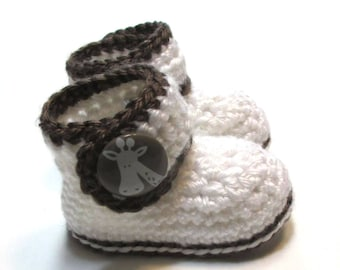 Baby booties.  Unisex ready to ship newborn to 3 month baby booties.  Baby giraffe booties.  Baby shower gift, pregnancy reveal.