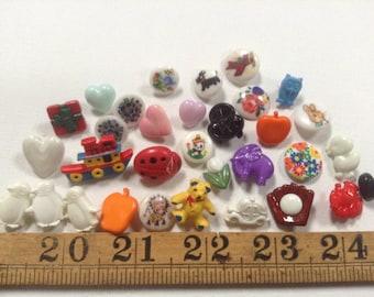 """28 Vintage buttons """"Realistics"""" """"Goofies"""" 'multicolour Buttons Destash"""