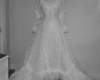 Vintage Lace Wedding Gown - Beautiful  -Hand Made -Lace - Wedding Dress --