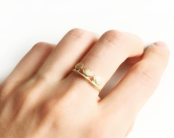 Gold plated shell NYMPH women ring