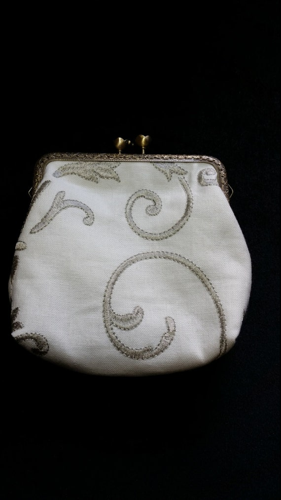 L511.  Medium size coin purse