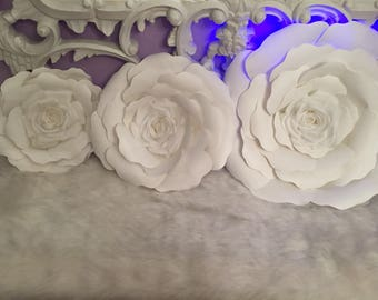 3 Paper flowers ( 3 sizes)