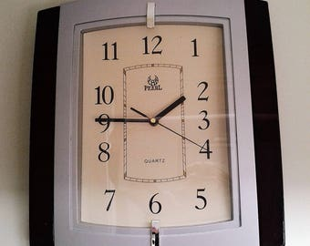 Vintage Battery Operated Wall Clock made by Pearl in the late 80's