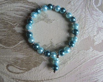 Teal and peppermint stretch bracelet. Glass pearls and crystals. Beaded stretch bracelet. Stretch bracelet.  Beaded bracelet.