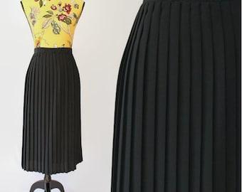 Sale 1990s Grunge Skirt Highwaisted Midi Skirt in Black 90s Pleated Steam Punk High Waist Large Plus Size
