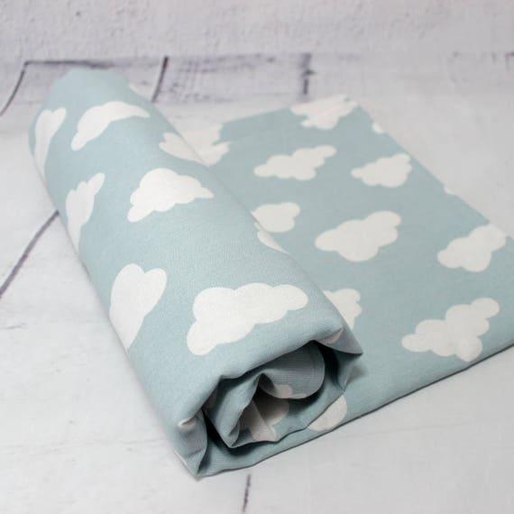 couverture b b vert d 39 eau imprim nuages cadeau. Black Bedroom Furniture Sets. Home Design Ideas