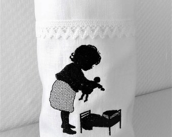 Light bag Vasenhusse doll Mama embroidered linen