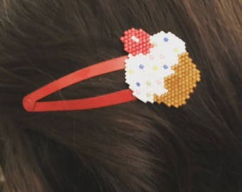 Hair clip decorated with a woven beaded cupcake