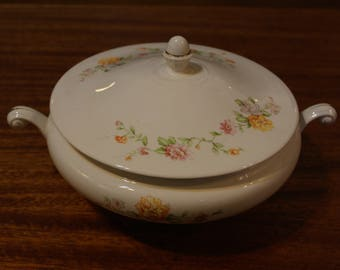 Homer Laughlin N1593 Covered Vegetable Dish