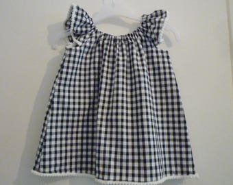Child's tunic with gathered neckline - black and white squares - PomPoms.