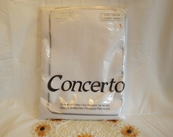 """Concerto, White Formal Vintage Oblong Table Cloth 60 x 102"""", NIP, New in Package, 50% Cotton/ Polyester, Fine Dining Just got Finer! Canada"""