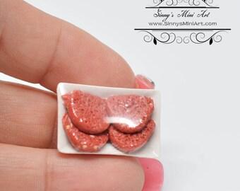 1:12 Dollhouse Miniature Wrapped Hamburger Patties/Miniature Meet BD K3014