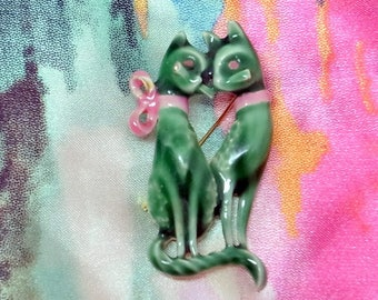 Vintage Siamese Cat Brooch - Green Enamel - Pink Bow = Great Condition - Siamese Cat Pin - Free Shipping