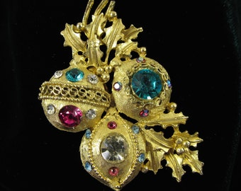 Vintage Christmas Ornament Brooch, Vintage Rhinestone Christmas Ornament Jewelry, Vintage Rhinestone Holiday Ornament Brooch, C 27