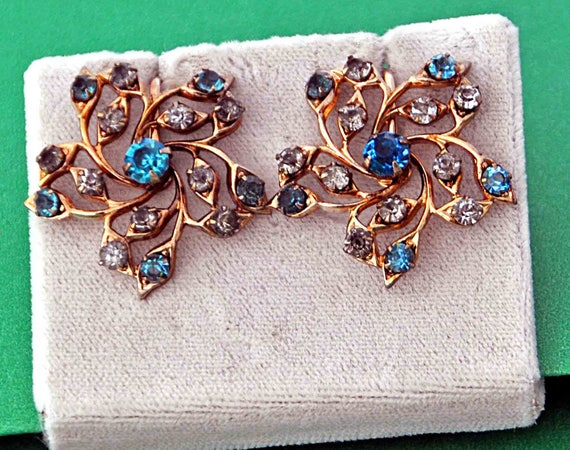 """Vintage 1940s Elegant Prong Set Earrings Sapphire Blue and Clear Cut Rhinestones Set in Gold Tone Metal 1 +"""" Di Excellent Vintage Condition"""