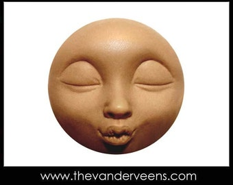 Mold No.227(Full moon Face with kissing) by Veronica