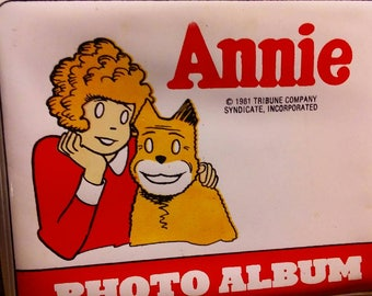 1981 annie photo album comes with pictures from the movie vintage little orphan annie