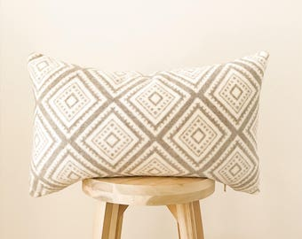 "DIAMOND FLEECE - 12x20"" Pillow Cover, Gray & Cream"