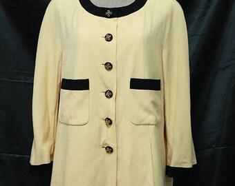 Chanel Boutique Authentic Classic ivory Black & Gold Tone Knit Button Blazer Jacket Coat Suits