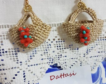 Earrings made entirely by hand with cotton threads and blades