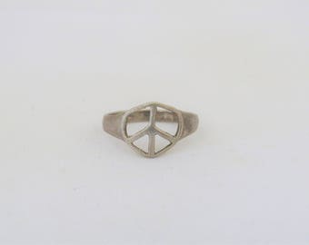 Vintage Sterling Silver Peace Sign Ring Size 9