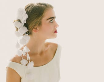 Flower falls, Floral bridal comb, Hanging wisteria headpiece, Unique veil alternative, Flower hair comb, Floral bridal veil - Ivory or White