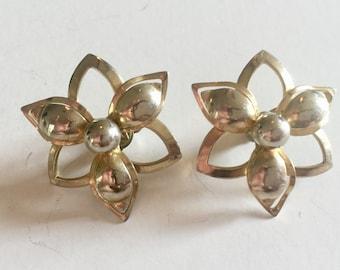 Vintage Gold Tone Metal Flower Signed SAC Clip Earrings