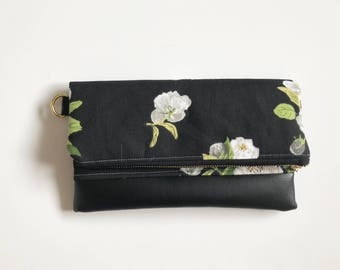 Black winter flora clutch with green interior