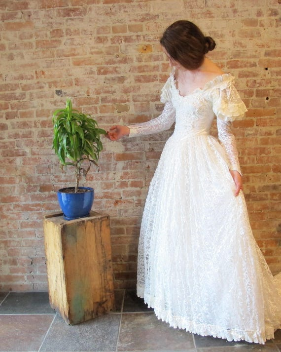 Renaissance Wedding Dress Lace Wedding Gown 1970s 1980s