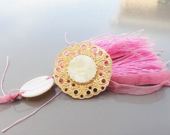 mother-of-pearl pendant and filigree print vintage jewelry,