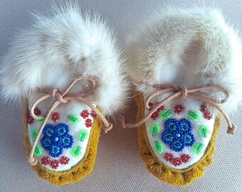 Baby Moccasins Newborn Hand Beaded & Hand Stitched - NEW - 0-6 Months