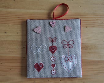 door or wall hanging embroidered 'hearts' hanging plaque