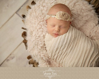 SET Cream Minkyak Faux Fur and Ruffle Wrap Newborn Photography Prop