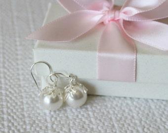 SET of 6 pairs large leaf pearl earrings, 10mm white pearls, Bridesmaid earrings, Gold pearl earrings,  pearl drop earrings, Cream pearl