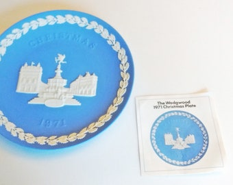 1971 Wedgwood Christmas Plate Blue and White Jasper ware Piccadilly Circus with documentation Second in Series limited edition