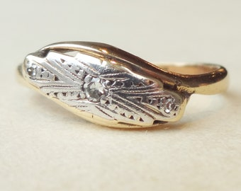 Art Deco Tribal Pattern Diamond Ring, 9ct Gold Platinum and Diamond Vintage Engagement Ring Approx. Size US 5.75 / 6