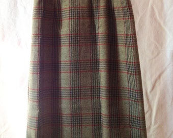 Skirt right vintage, olive green, Old England, T 40.