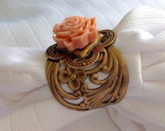 osO VICKY Oso pink rose brass ring