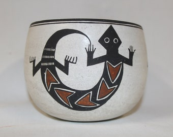 Native American Art : Very Good Condition, Native American Acoma Pottery Jar, by Emma Lewis #184