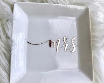 Custom Wedding Mrs. Ring Dish, Jewelry Dish, Ring Design || Wedding gift, bridal gift, bridal shower, bridesmaid gift, bridesmaid proposal