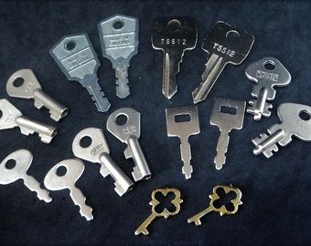 8x PAIRS Vintage Keys ... Found Items... Altered Art... Assemblage Collage... 16 Total