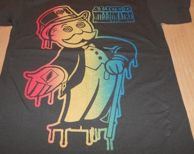 T-Shirt - Alice D. Millionaire (Rainbow on Gray)