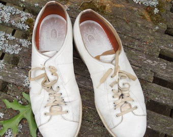 """Linds Bowling Shoes Vintage - White Leather Shoe Length 11 1/2"""" Long - Used Worn Sports"""